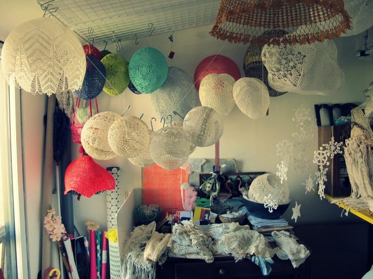 atelier maillo créations textiles poétiques dentelle nuages suspension corbeilles maillo design véronique maillard