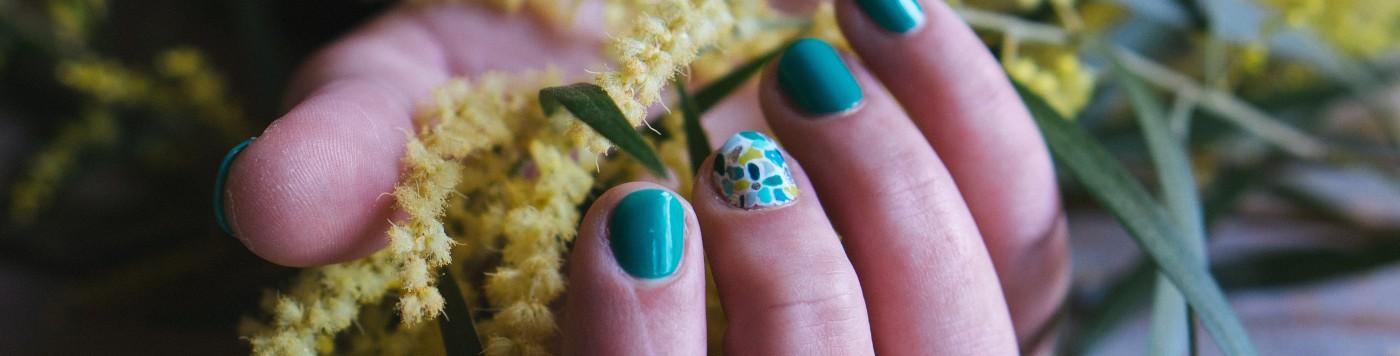 nails & colors bar à ongles itinerant bretagne pays de la loire 44 56 29 35 85 72 22 53 mariage breton animation originale nail art motif sur ongle