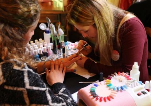 nails & colors bar à ongles itinerant bretagne pays de la loire 44 56 29 35 85 72 22 53 mariage breton animation originale nail art motif sur ongle design personnalise